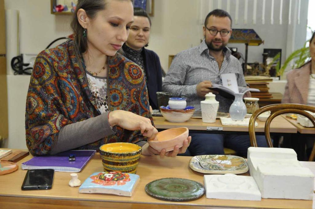 Занятия на курсах керамики
